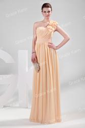 Очаровательное вечернее платье персиковое.