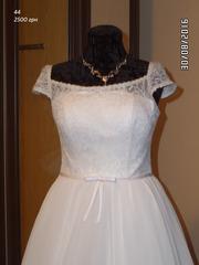 Свадебное платье 44 размера,  талия завышена