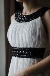 Вечернее платье в греческом стиле расшитое камнями
