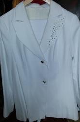 Великолепный костюм женский белый,  брючный размер 44-46